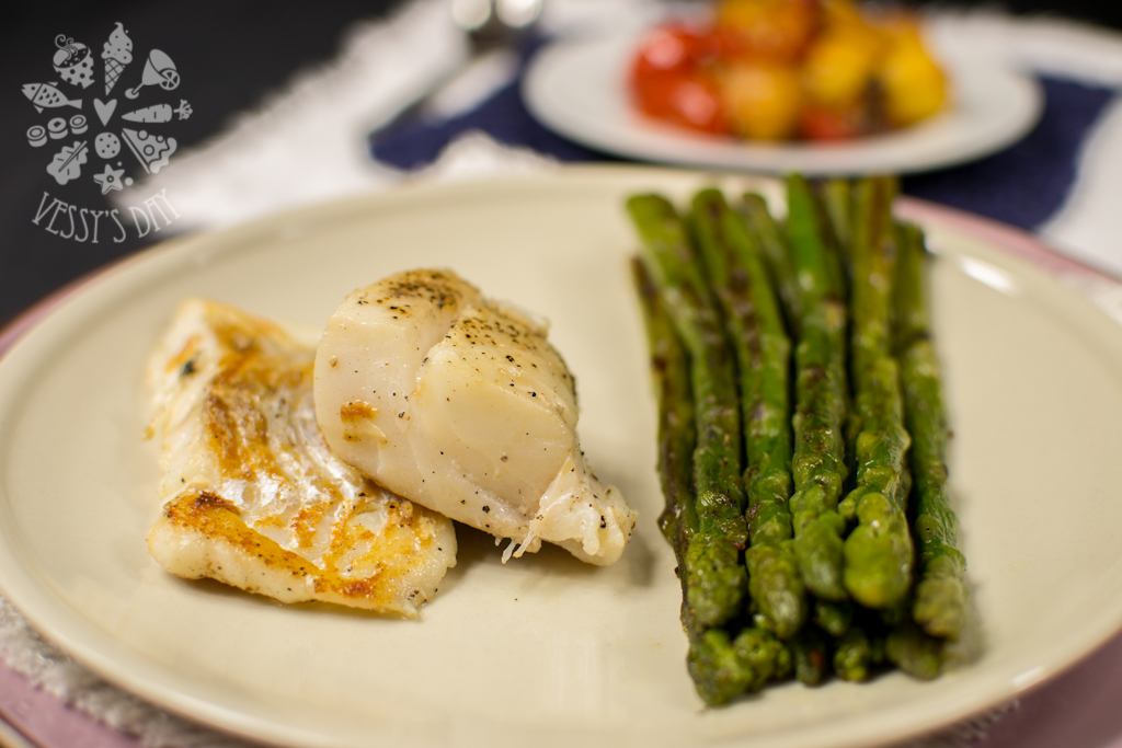Cod fish with saute asparagus and hollandaise sauce for Fish and asparagus