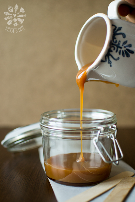 Salted caramel sauce (1 of 1)