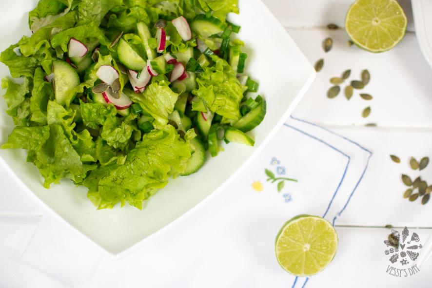 Salad with yogurt sauce (1 of 1)-3