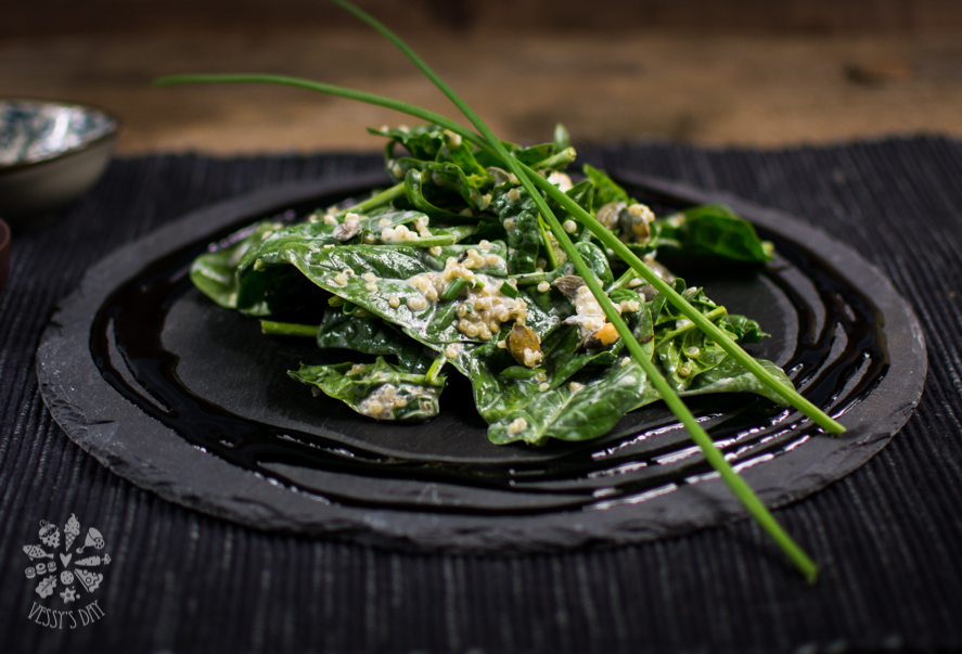 Salad with spinach and quinoa-1-2