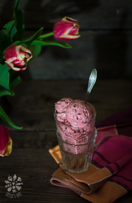 Strawberry stracciatella ice-cream-1-3