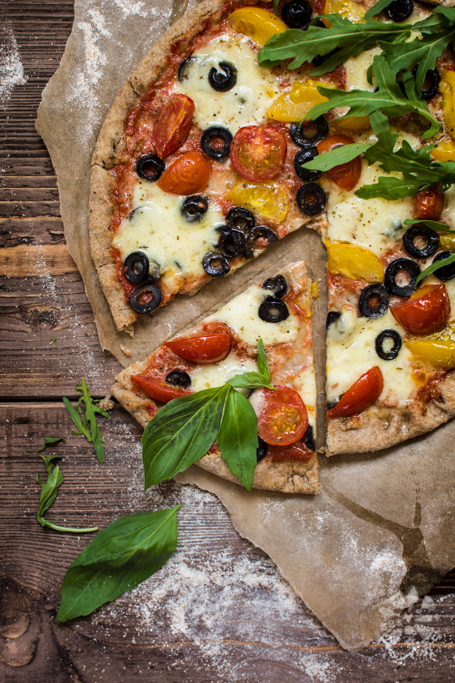 Healthy pizza with cherry tomatoes