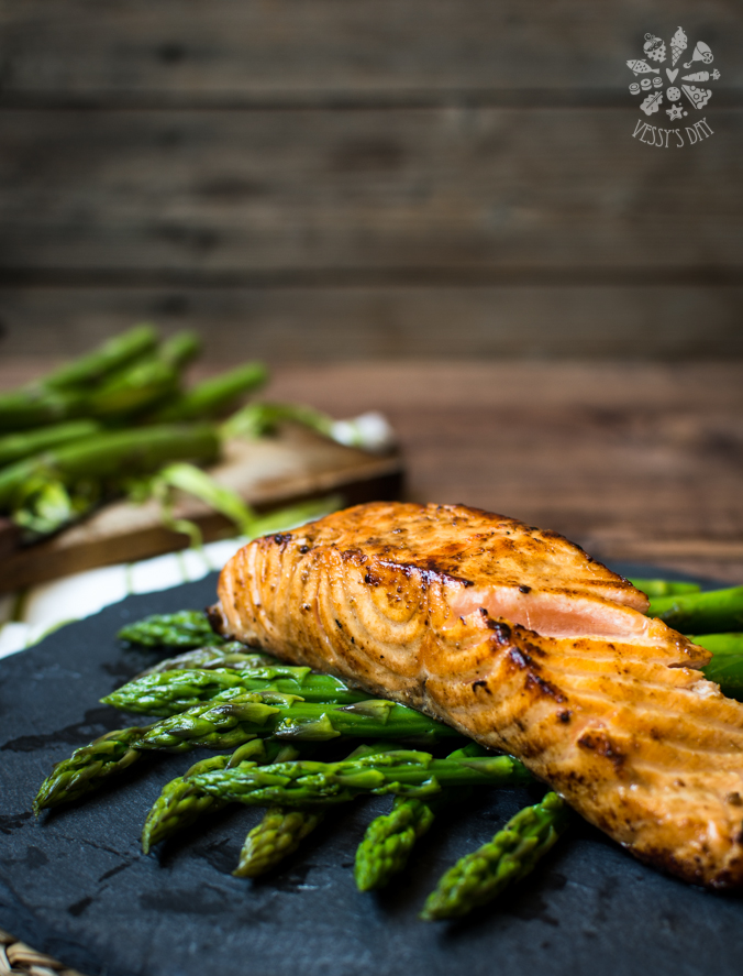 Pan seared salmon with asparagus