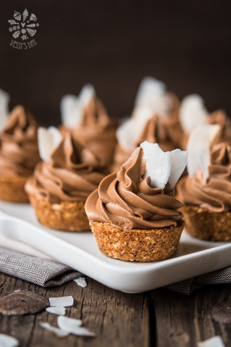 Coconut tartlets with chocolate mousse