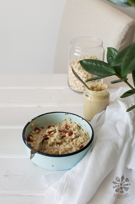 Oatmeal with sesame tahini and godji berry