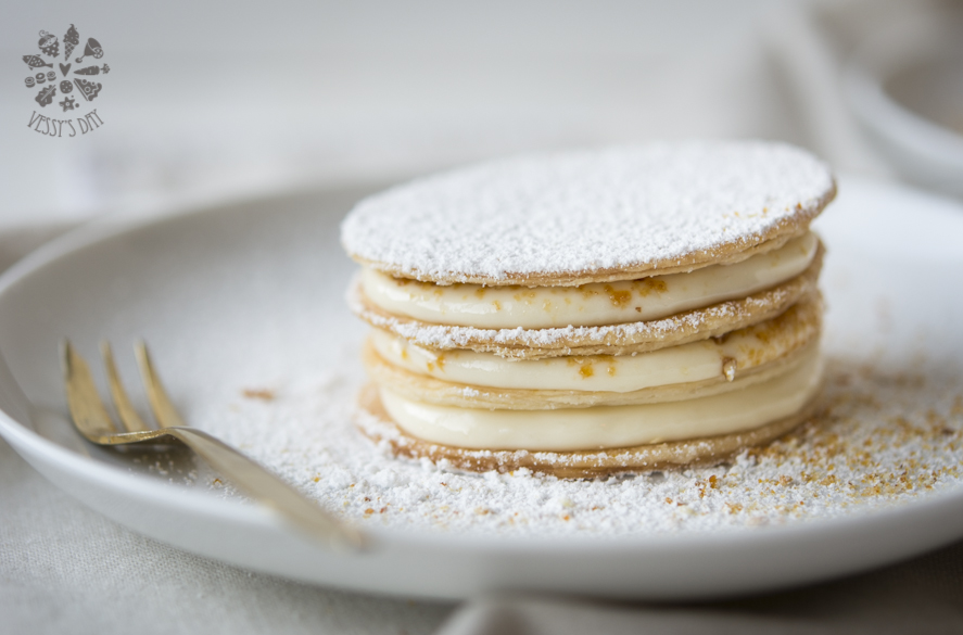 Millefeuille mascarpone and amaretti praline