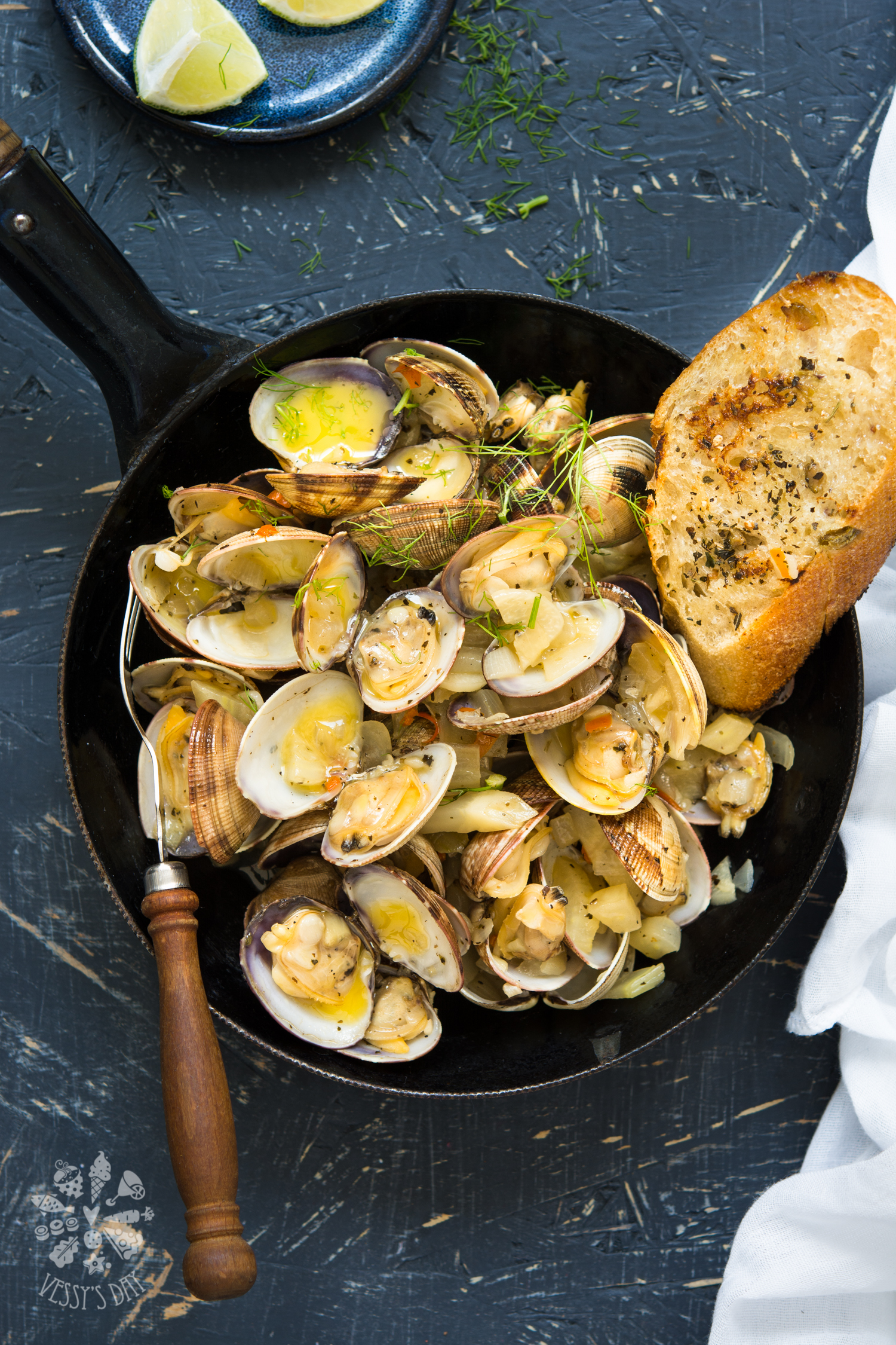 Steamed clams with wine, fennel and butter
