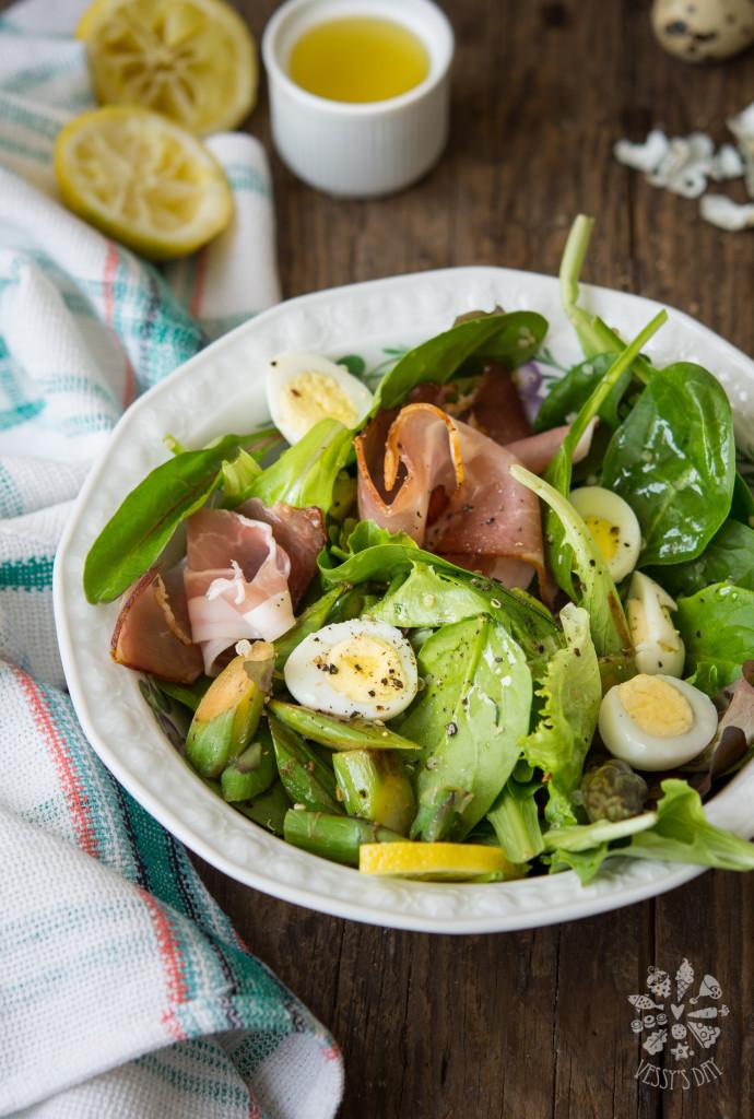 Salad with quail eggs & prosciutto
